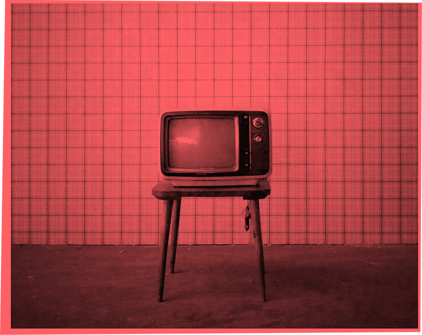 Alter Fernseher in leeren Raum